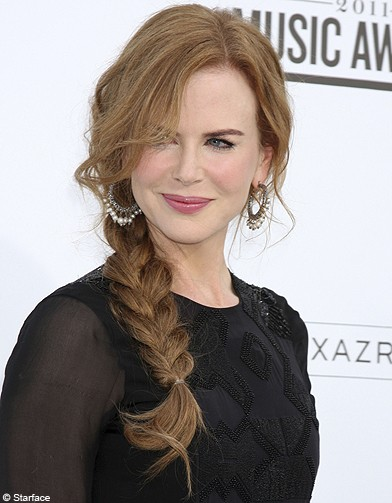 Beaute-people-tendance-coiffure-tresse-decoiffees-Nicole-Kidman_reference